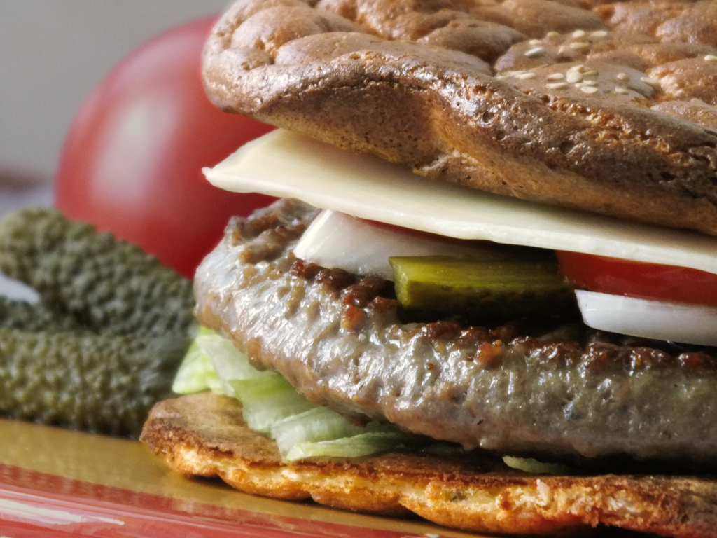 LCHF Hamburger https://lachfoodies.de/oopsie-hamburger-lchf