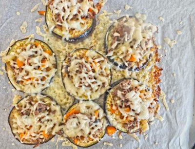 gebackene Aubergine mit Gemüse undKäse