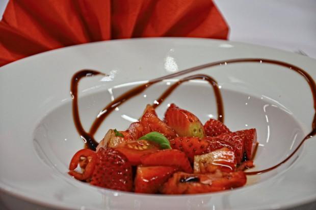 Erdbeer-Tomaten-Chili Salat
