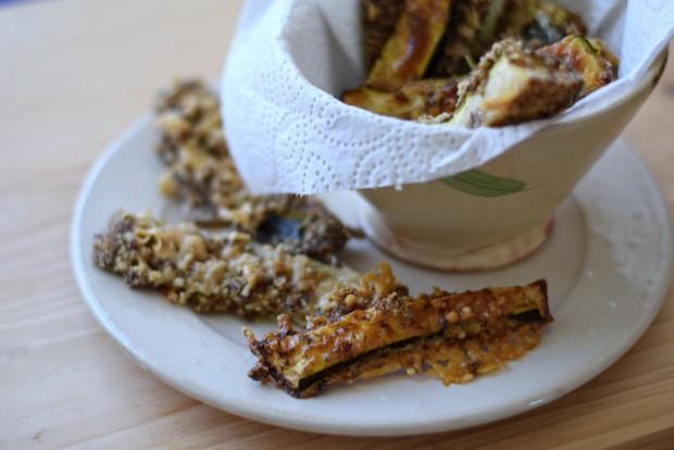 Knusprige Low Carb Zucchini-Sticks