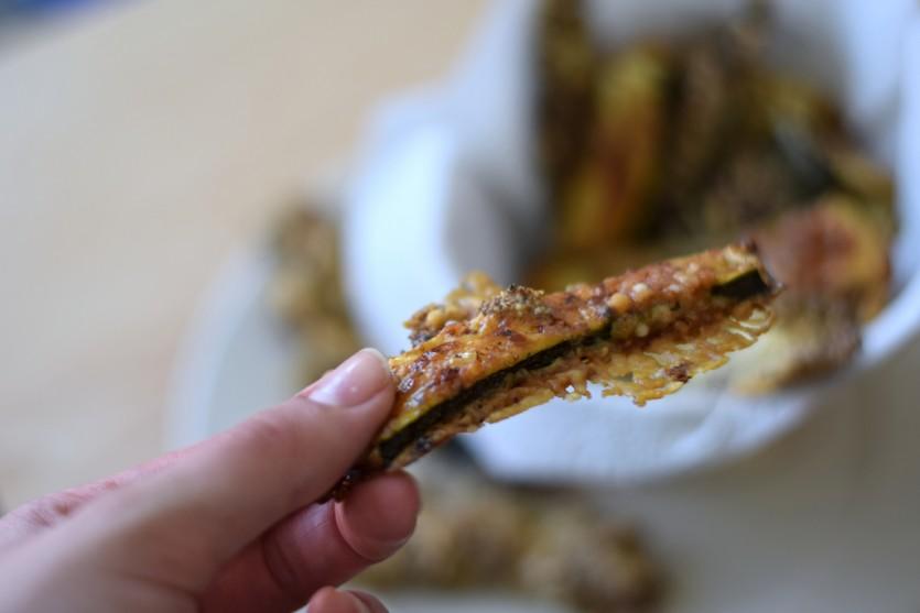 Low Carb Zucchini Sticks mit Parmesan Rezept Snack ohne Kohlenhydrate Foodblog Muc