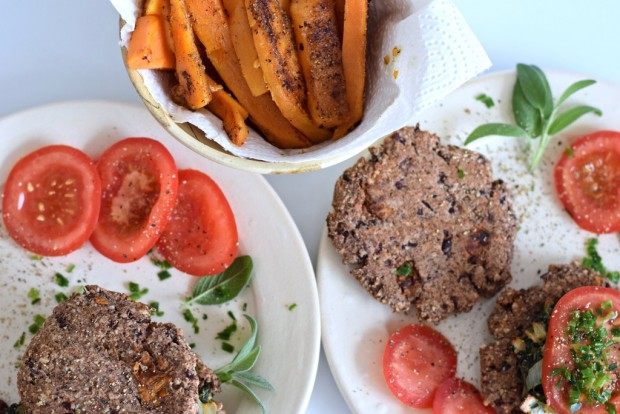 Vegetarischer Low Carb Burger mit Pommes