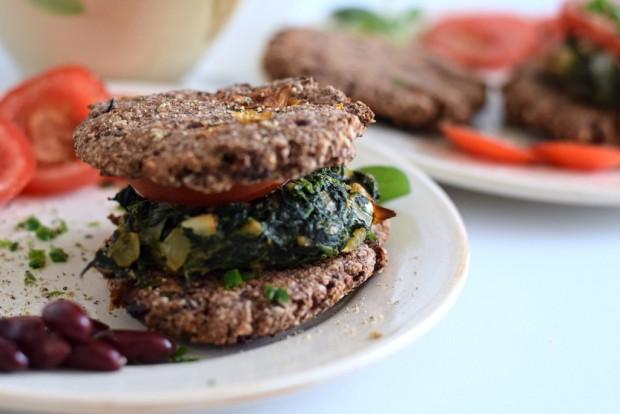 Vegetarischer Low Carb Burger mit Pommes