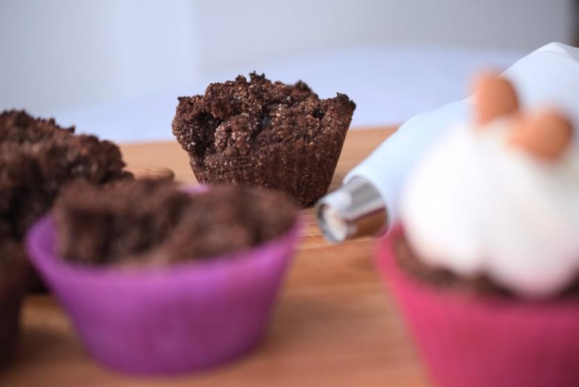 Kohlenhydratarme Schokoladen-Nuss-Muffins