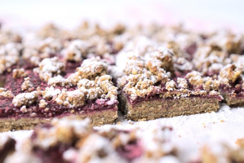 Low Carb Streuselkuchen mit Himbeer-Marmelade