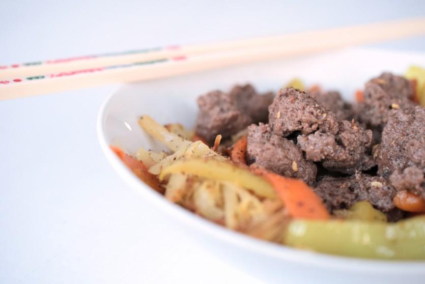 Rindfleisch und Kraut aus dem Wok