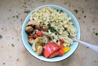 Mediterrane Antipasti Bowl mit Reis (Low Carb) Glutenfrei Blumenkohlreis Foodblog München