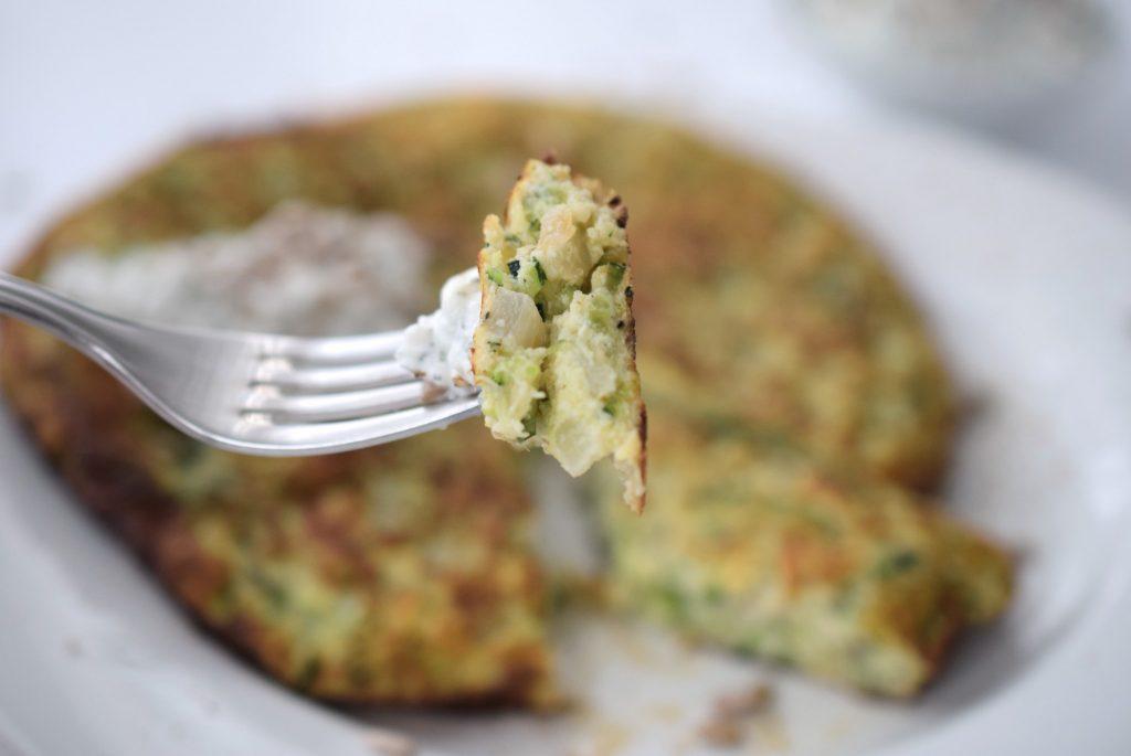 Dein Low Carb Mittagessen: Zucchini-Rösti Rezept ohne Kohlenhydrate Mittagessen Abendessen Foodblog