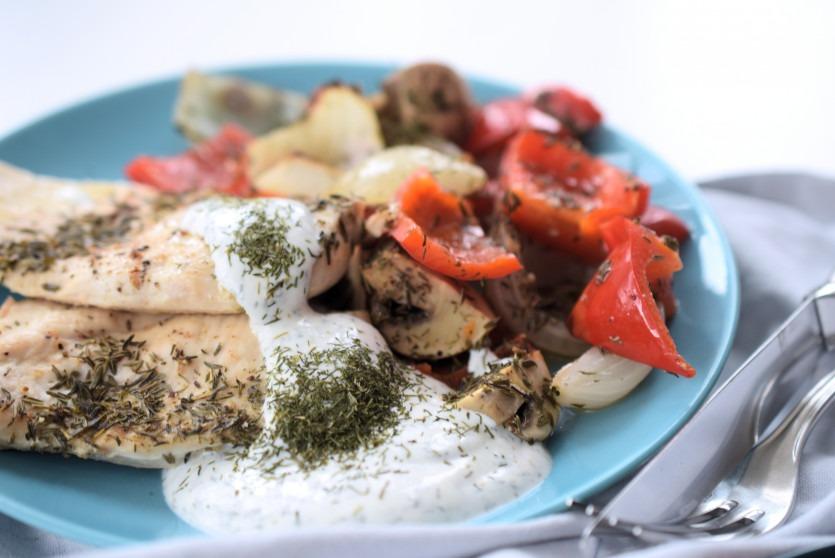 Huhn mit Dillsauce und Antipasti Rezept Mittagessen Low Carb