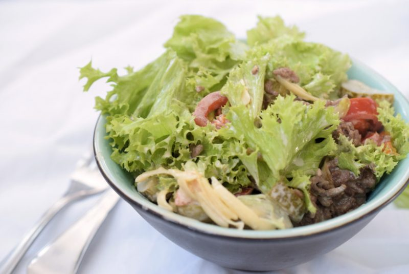 Der Lachfoodies Burgersalat Low Carb Rezept