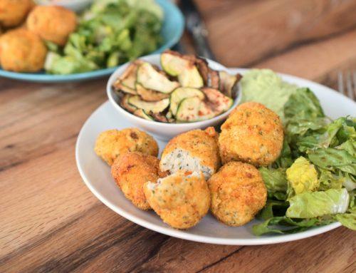 [Anzeige] Low Carb Chicken Nuggets mit knusprigen Zucchinichips aus der Klarstein VitAir Turbo Heißluftritteuse