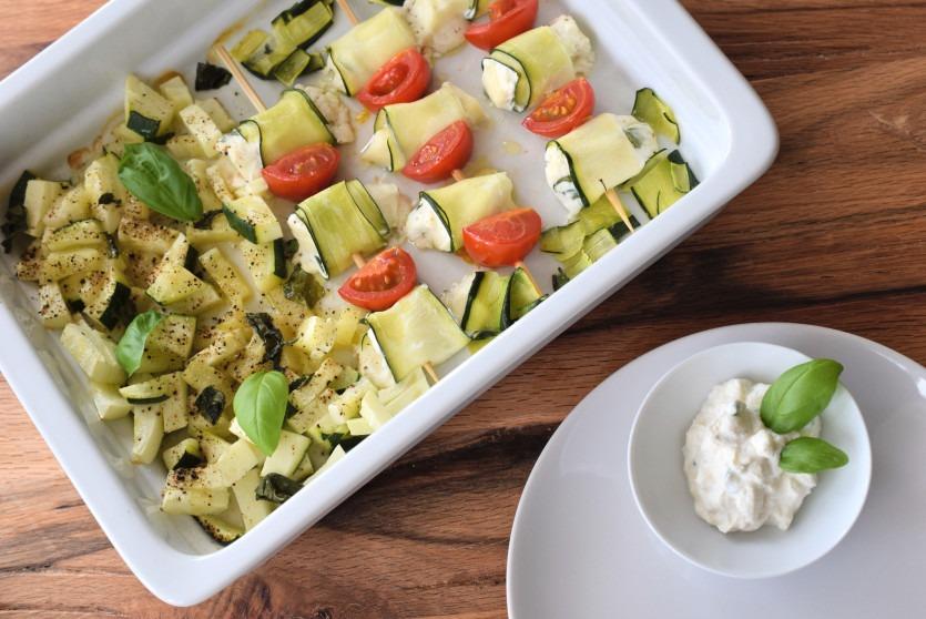 Low Carb Zucchini-Tomate-Halloumi-Spieße