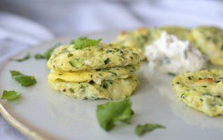 Halloumi-Zucchini-Taler mit Kräutern