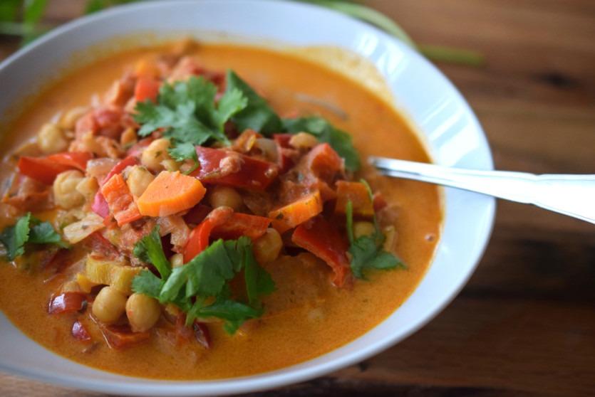 Paprika-Curry mit Koriander vegetarisch