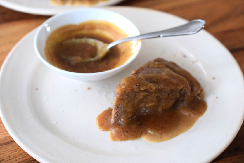 Saftiger Low Carb Kuchen mit Karamellglasur