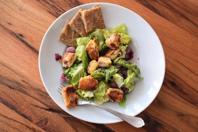 low carb panierter lachs salat