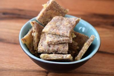 Saftige Käse-Cracker mit Emmentaler (low carb)