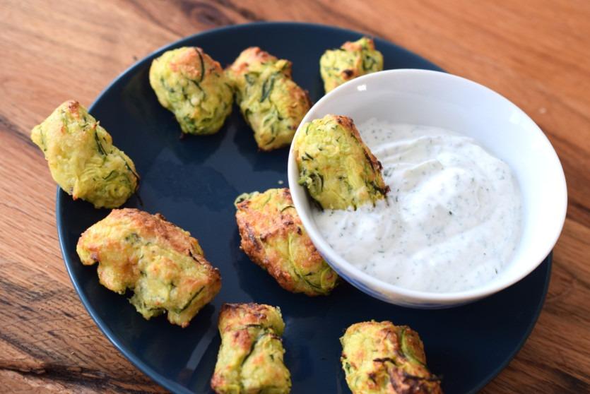 Fingerfood: Zucchini-Snack mit Parmesan und Mandeln